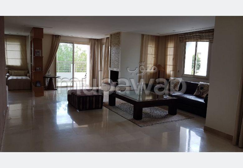 شقة رائعة للبيع ببوسكورة. المساحة 301 م². مدفأة ومكيف الهواء.
