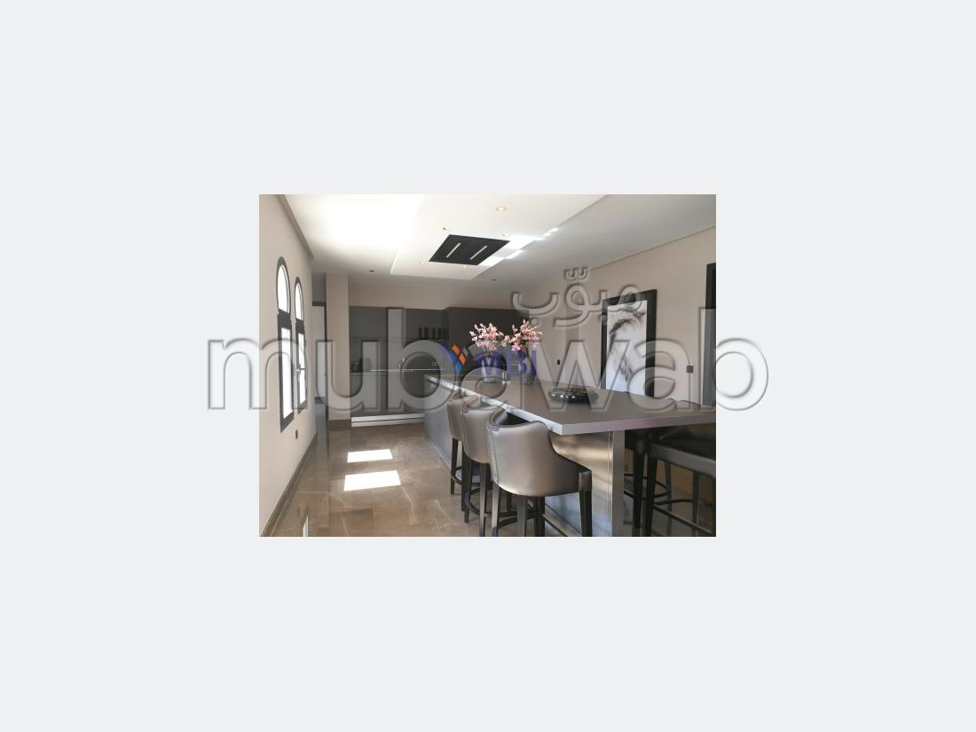 شقة للشراء بوسط المدينة. المساحة 280 م². مسبح و مدفأة.