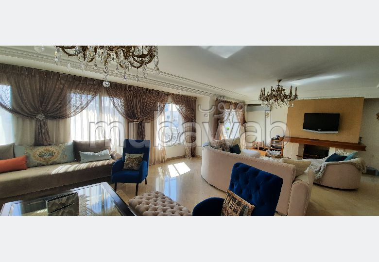 بيع شقة براسين. المساحة الكلية 270.0 م². المدفأة وحارس الإقامة.