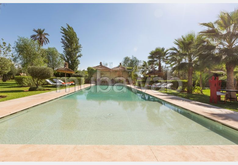 Beautiful villa for rent. 7 Room. Large swimming pool, General air conditioning.