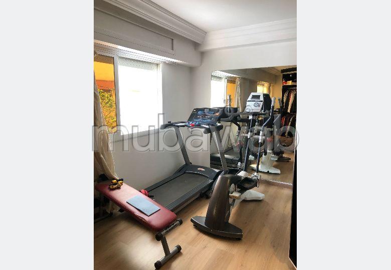 Busca pisos en venta en Mimosas. 2 Pequeña habitación. Salón con decoración marroquí, sistema de parábola general.