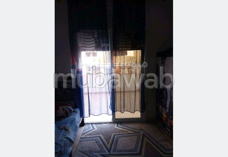 Apartment to purchase. 3 lovely rooms. Lift and parking.