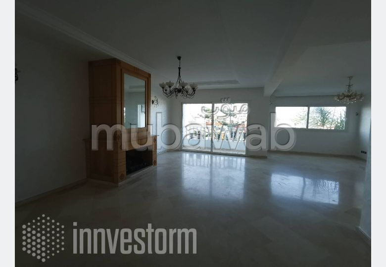 Find an apartment for rent in Riyad. 3 rooms. No Lift, Large terrace.