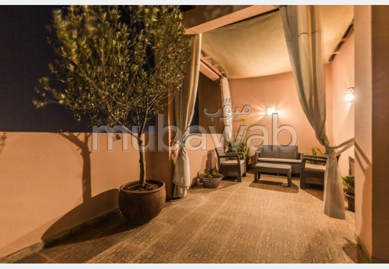 شقة للإيجار بمراكش. 3 قطع كبيرة. شرفة وحديقة.