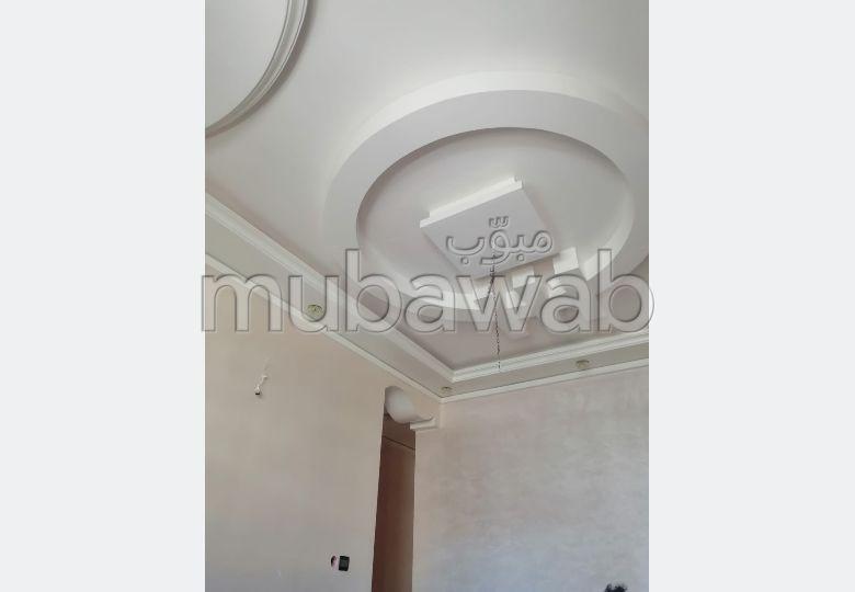 شقة للشراء بالقنيطرة. المساحة الإجمالية 50 م². إقامة بالبواب.