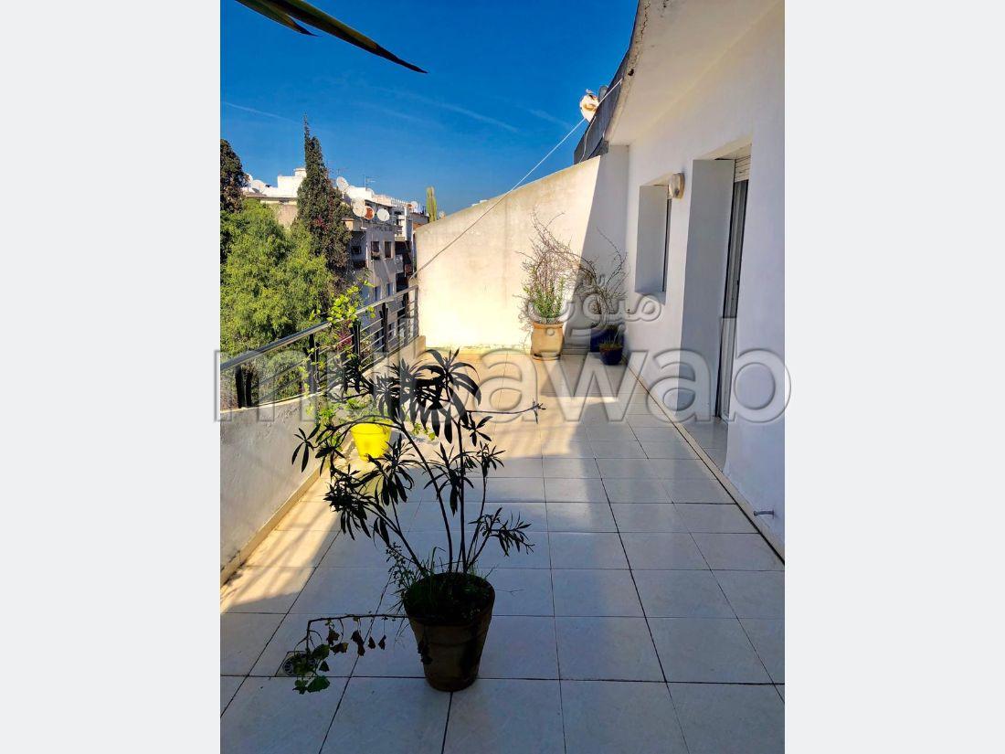 Location d'un appartement à Casablanca. Surface de 240.0 m². Parking et ascenseur.