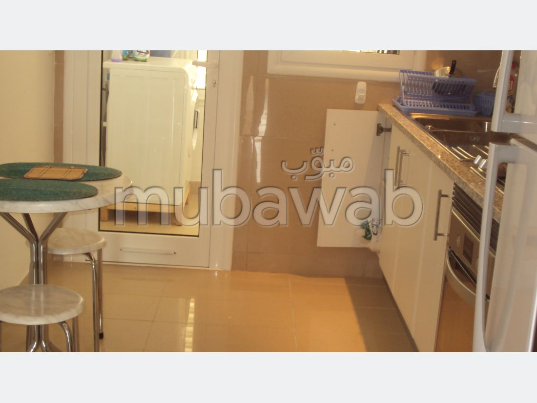 Rent this apartment. Total area 90 m². No Lift, Large terrace.