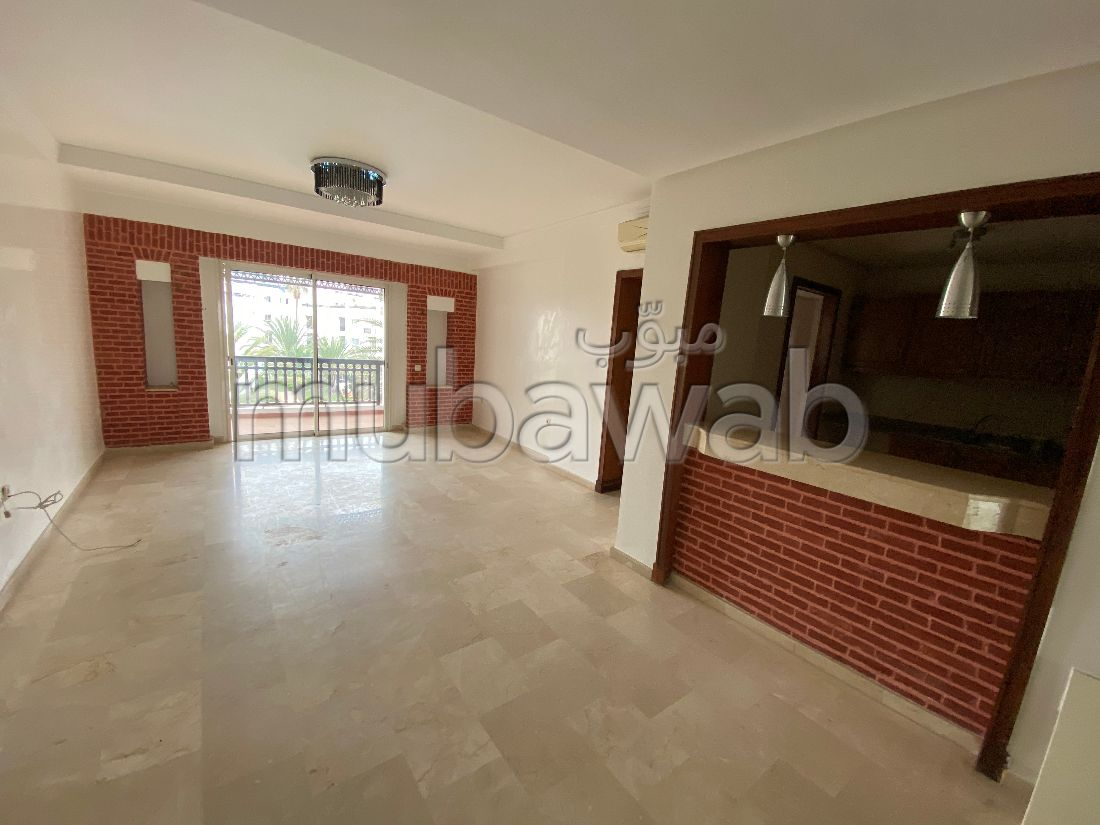 Great apartment for rent. 2 rooms. Garden and lift.