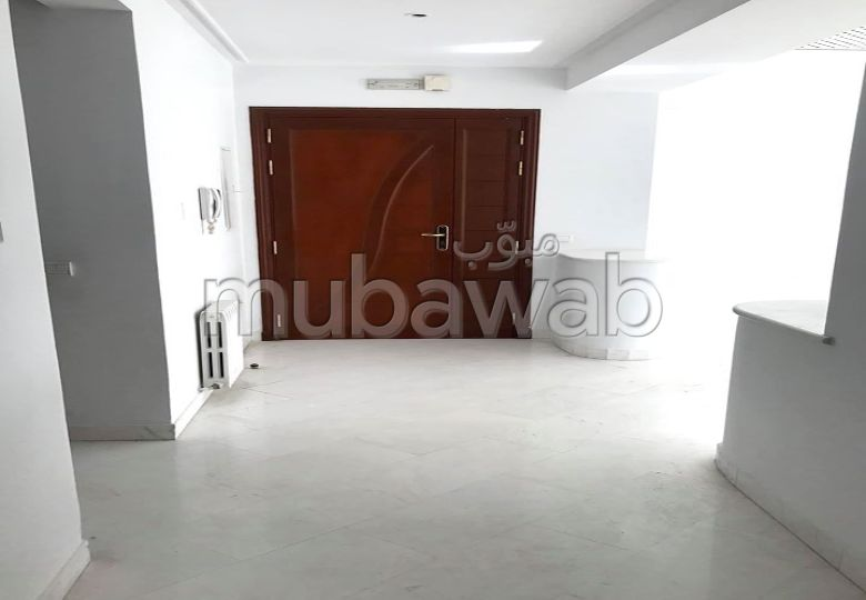 Apartment for rent. Dimension 160 m². Integrated air conditioning.