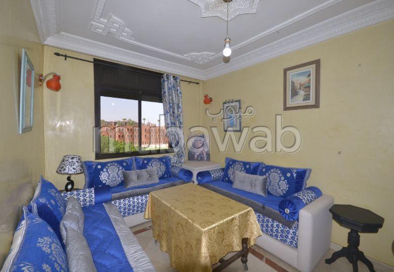 Piso en venta. Gran superficie 54.0 m². Salón marroquí amueblado.