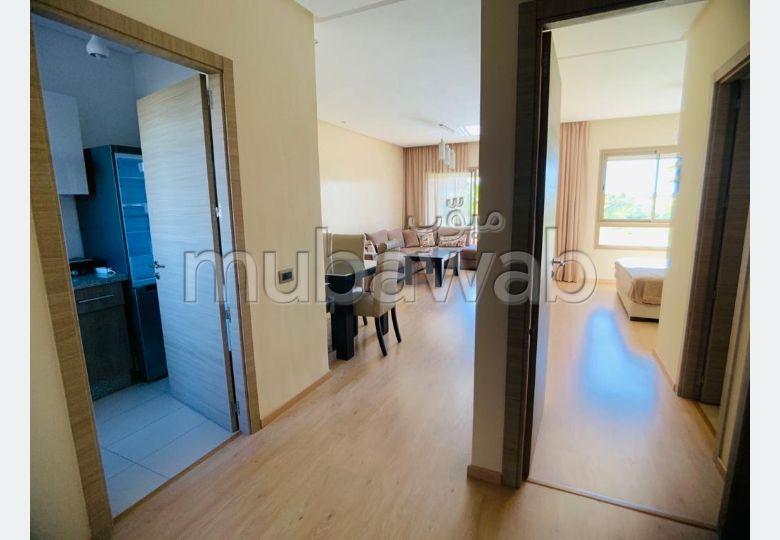 شقة رائعة للإيجار بمراكش. 3 غرف رائعة. مفروشة.