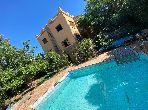 Somptueuse villa à vendre à Jbel Kbir. 6 chambres agréables. Parking et terrasse.