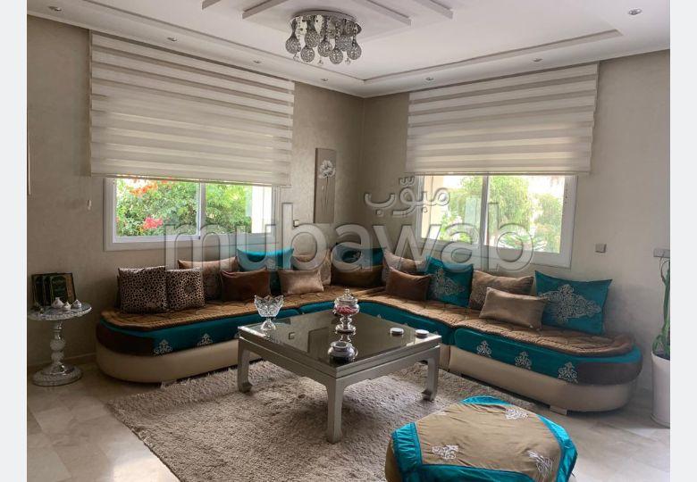 Magnífica casa en venta. Gran superficie 400.0 m². Salón marroquí amueblado, sistema de parábola general.
