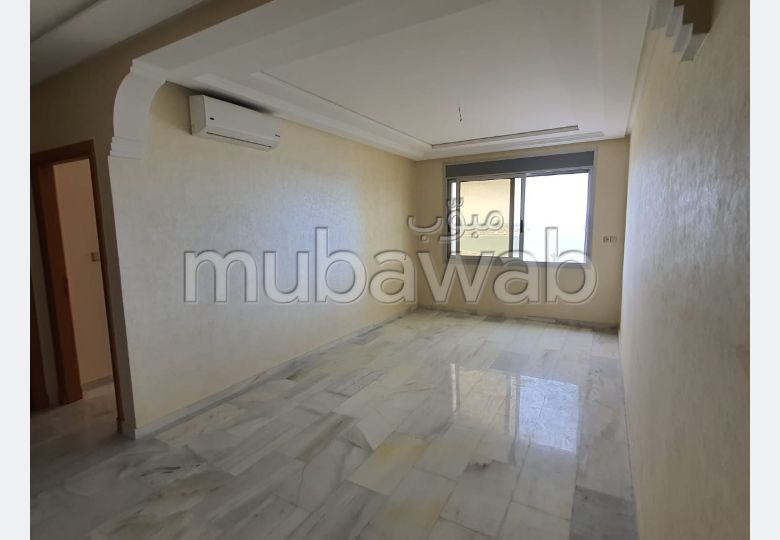 Apartment to purchase. 2 large rooms. Residence with caretaker, general air conditioning.