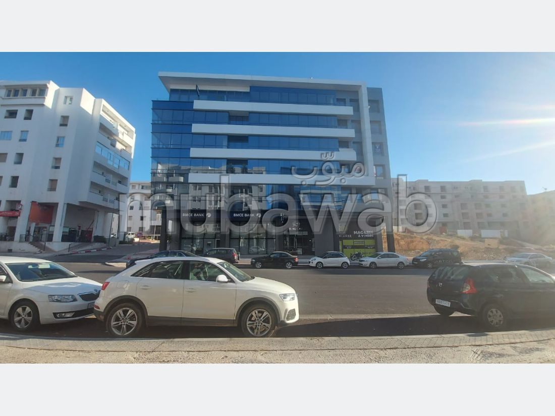 Apartment for rent in Hay Mohammadi. Surface area 96.0 m². With lift and terrace.