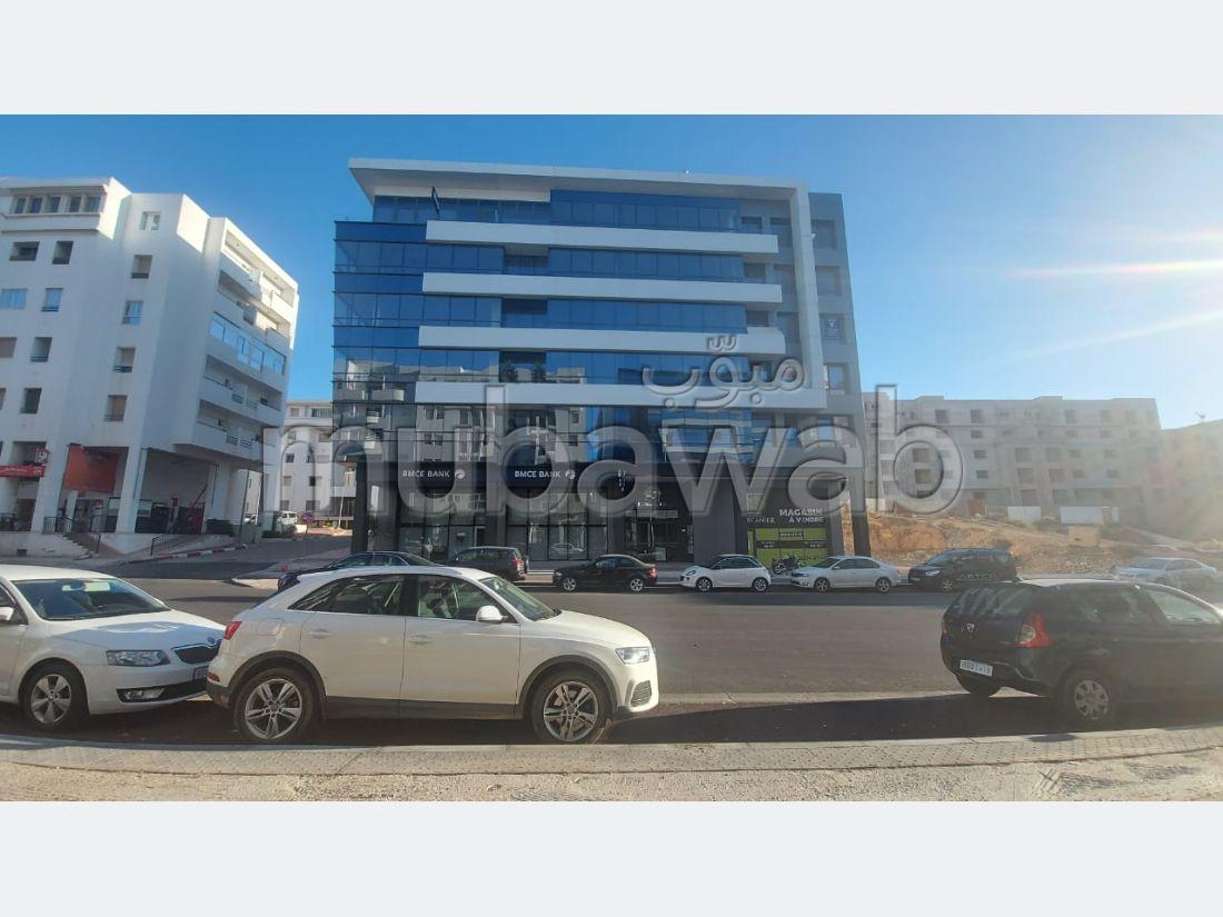 Encuentra un piso en alquiler en Hay Mohammadi. 2 Habitación pequeña. Sin Ascensor, balcón.