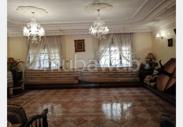 منزل ممتاز للبيع بالدارالبيضاء. المساحة الكلية 161.0 م². موقف السيارات وشرفة.