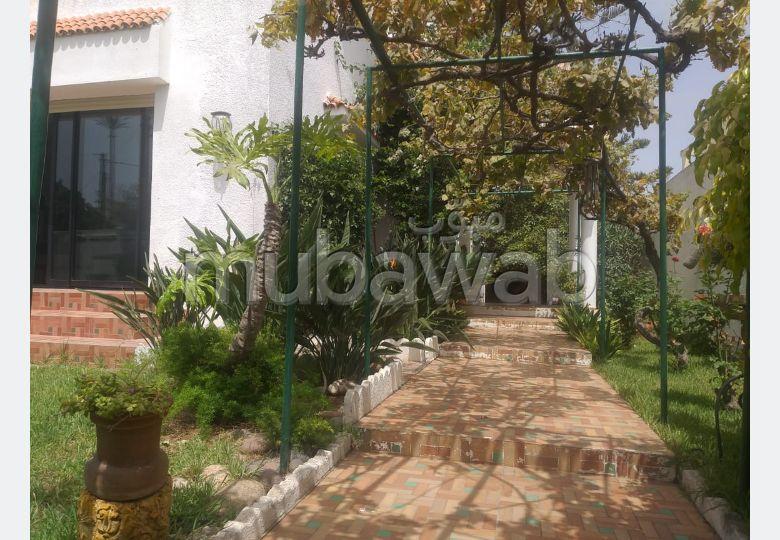 Magnifique villa à louer à Mohammedia. Superficie 700.0 m². Garage et terrasse.