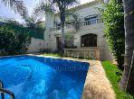 Villa de luxe à vendre à Casablanca. 6 pièces confortables. Belle terrasse et jardin.