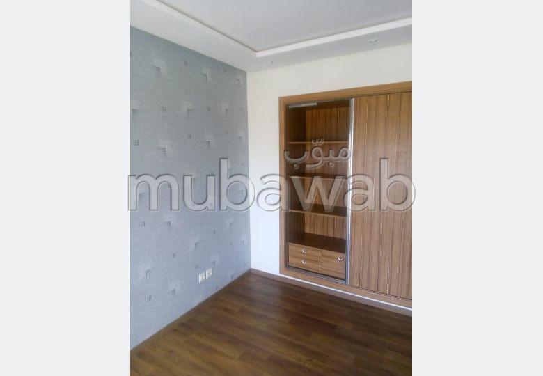 Louez cet appartement à Nouaceur. 2 chambres agréables. Places de parking et beau jardin