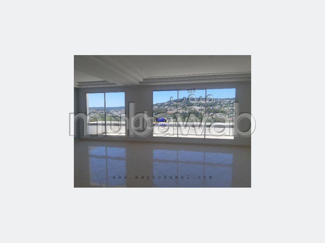 Precioso piso en alquiler en Californie. 3 Hermosas habitaciones. Sin Ascensor, balcón.