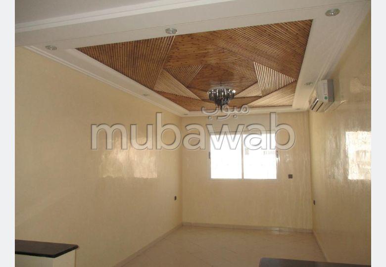 شقة رائعة للبيع بالحي المحمدي. 3 قطع رائعة. مكيف.