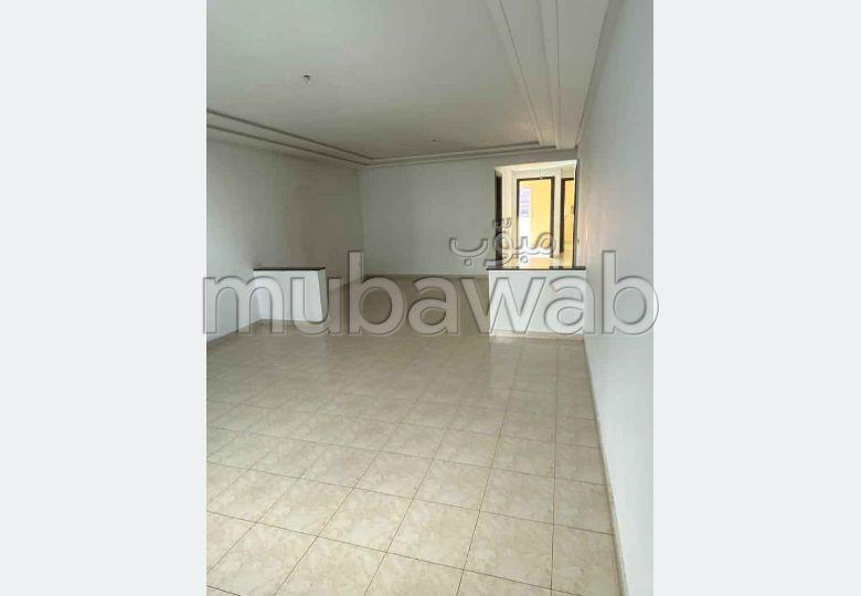 شقة رائعة للبيع بالقنيطرة. 4 قطع. شرفة ومصعد.