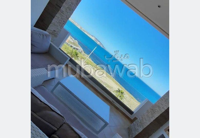 بيع شقة بطنجة. 2 غرف ممتازة. بيئة هادئة تطل على البحر والزجاج مزدوج.