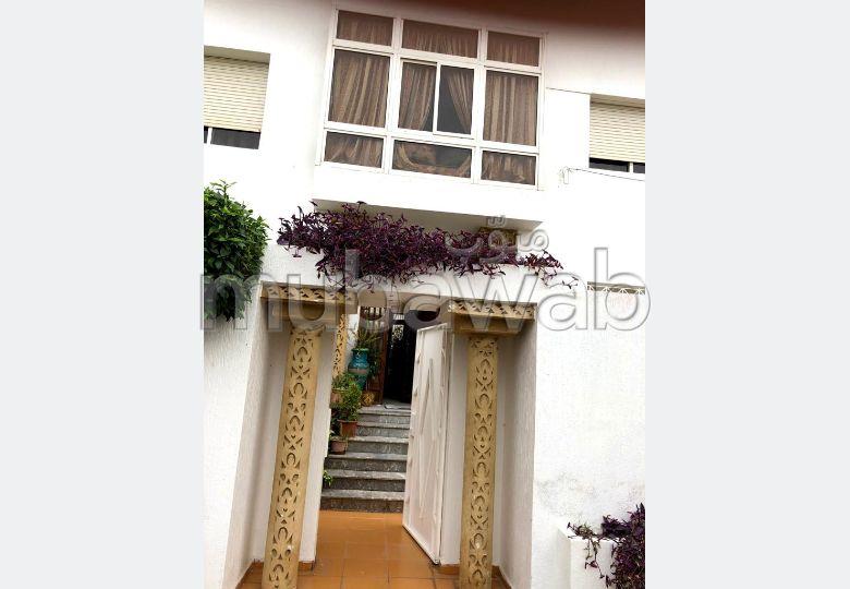 Maison de luxe à vendre à Kénitra. 6 grandes pièces. Parking et terrasse