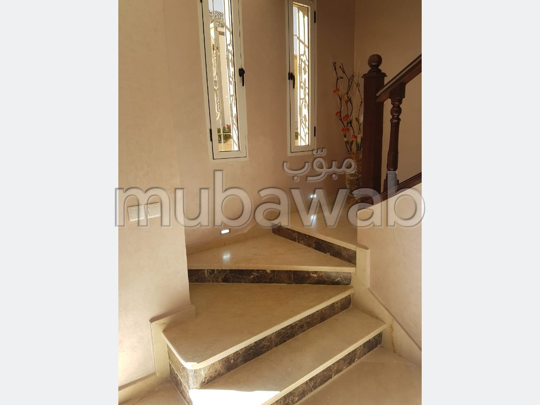Luxury home for sale. 5 beautiful rooms. Fireplace and caretaker.
