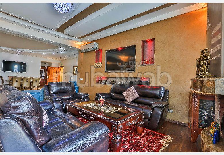 Magnífico piso en venta. Superficie 208 m². Salón tradicional y antena parabólica.