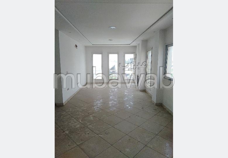 3 Bureaux en location à Al Kamra. Surface de 60 m²