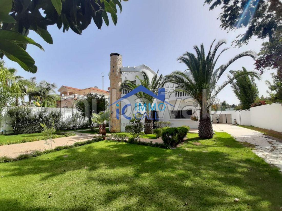 Villa 900 m² usage bureau à LOUER à Hay Riad