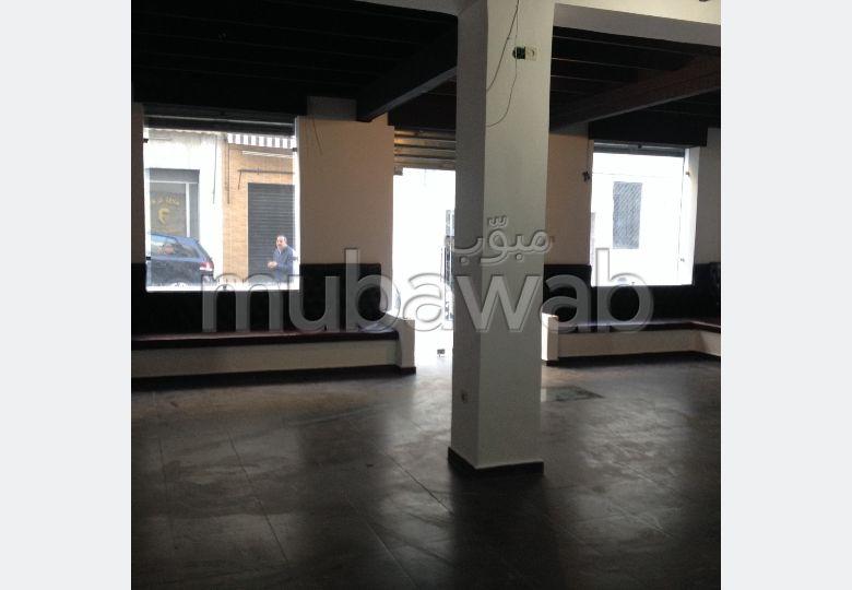 Oficinas y locales comerciales en venta. Dimensión 199 m². Magnífica vista al mar.