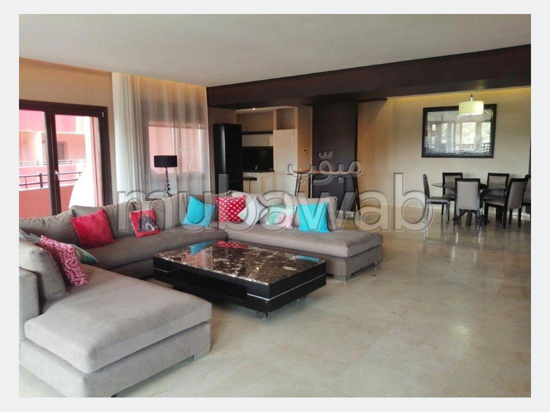 شقة للإيجار بمراكش. المساحة الإجمالية 239 م². مفروشة.