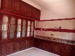 Simple claire étage de villa en location vide