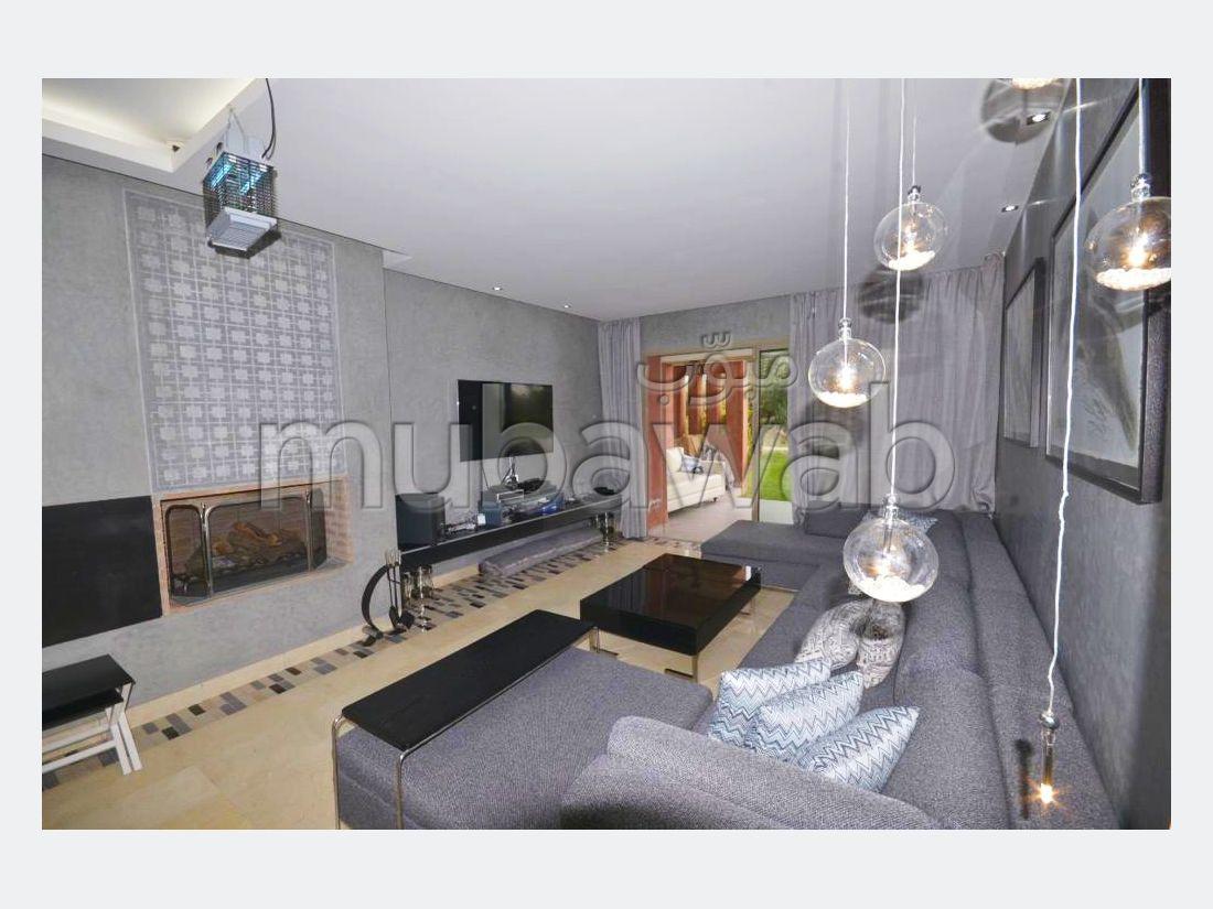 شقة جميلة للكراء بمراكش. المساحة الإجمالية 112.0 م². مفروشة.