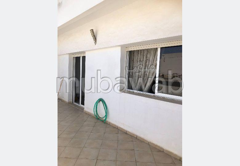 شقة رائعة للبيع بالقنيطرة. المساحة 119 م². مصعد وشرفة.