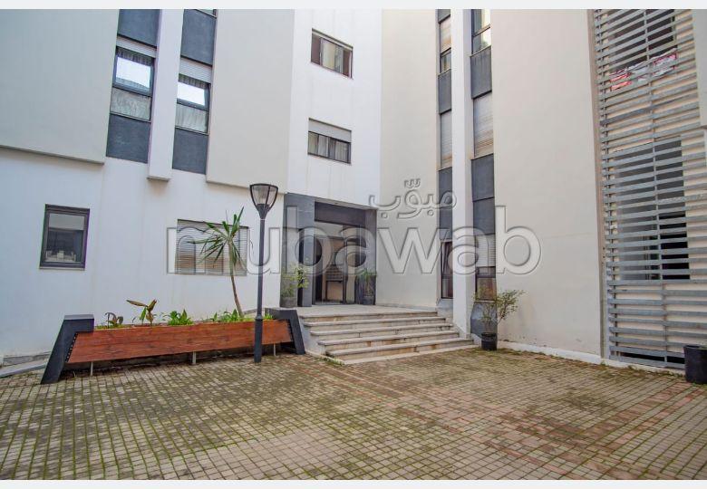 شقة رائعة للبيع بالقنيطرة. المساحة 85.0 م². صالة مغربية وصحن فضائي.