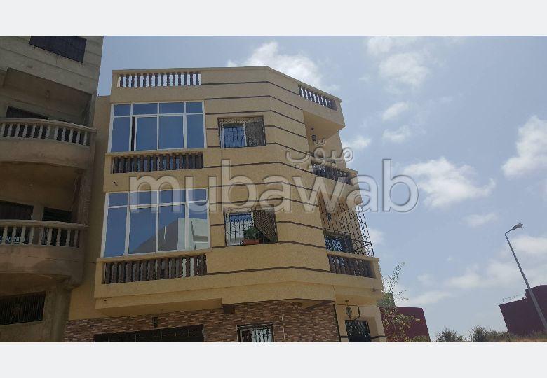 منزل جميل جدا للبيع بطنجة. 5 غرف. باب متين،إقامة مؤمنة.