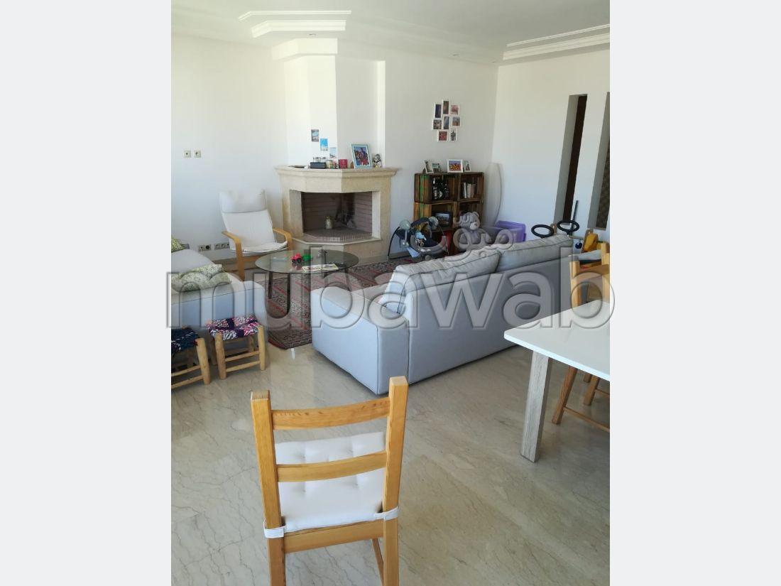 شقة رائعة للايجار -بحي السلام -السيال. المساحة 145 م². المرآب والشرفة.