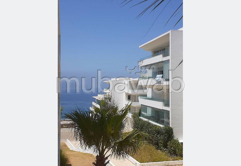 شقة رائعة للبيع بطنجة. المساحة الكلية 132.0 م². حمام سباحة و نظام تكييف للهواء.