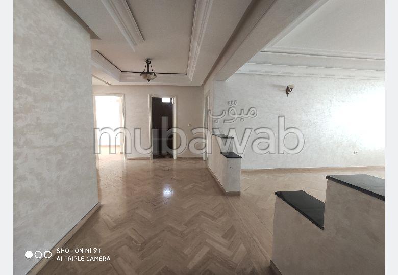 شقة رائعة للبيع بغوثي. 3 غرف رائعة. المرآب والشرفة.