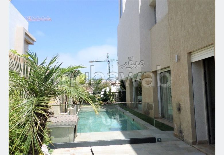 Magnificent villa for sale in Ain Diab. 5 comfortable rooms. Large swimming pool, General air conditioning.