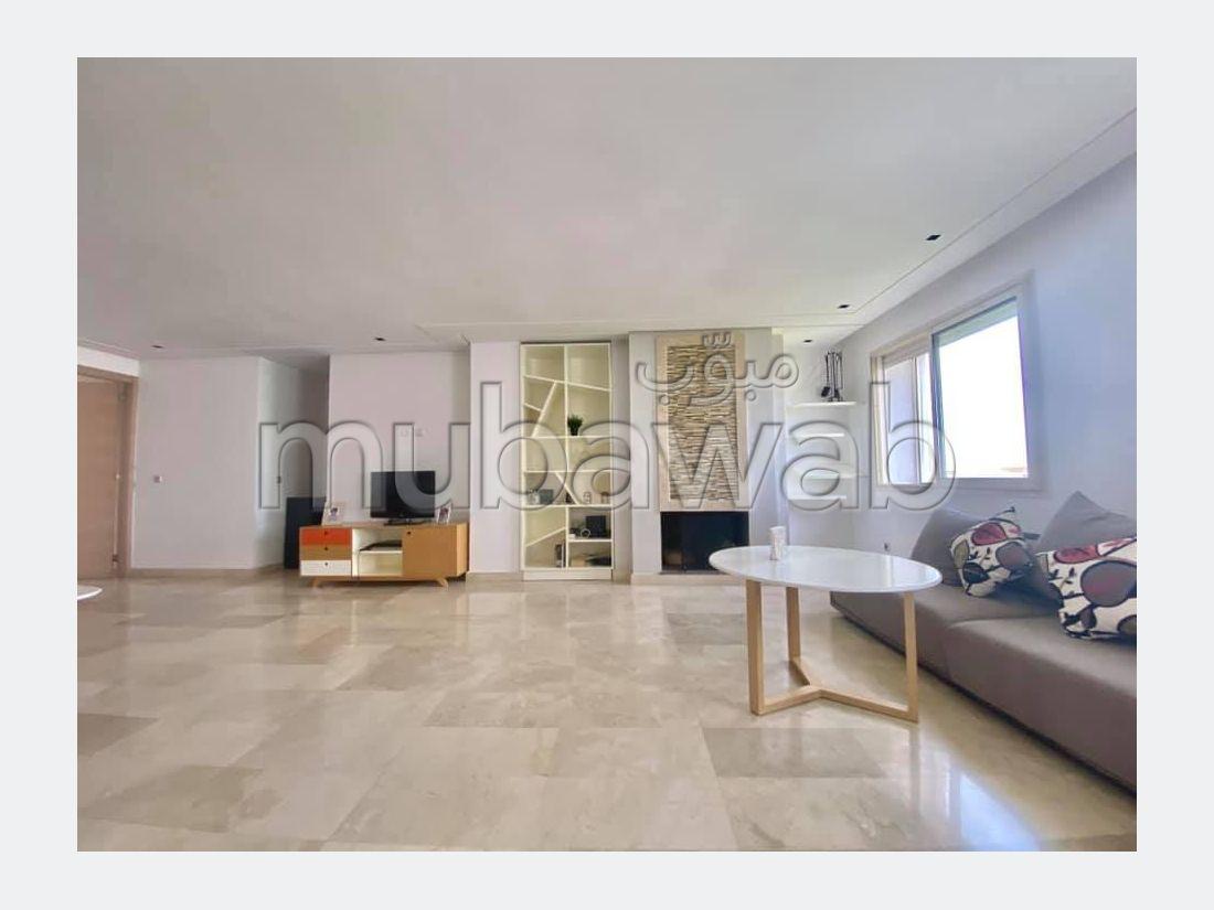 Bel appartement à vendre à Bouskoura. Surface totale 140.0 m². Places de stationnement et terrasse.