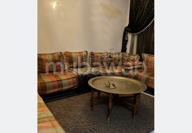Se vende villa de lujo. 6 Habitación pequeña. Bodega, gran terraza.