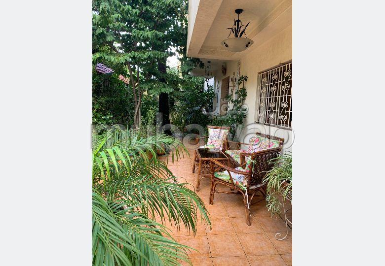 Casa de alto standing en venta. Pequeña superficie 320.0 m². Hermosa terraza y jardín.