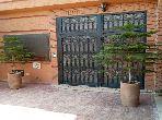 Casa en venta. Pequeña superficie 80.0 m². Hermosa terraza y jardín.