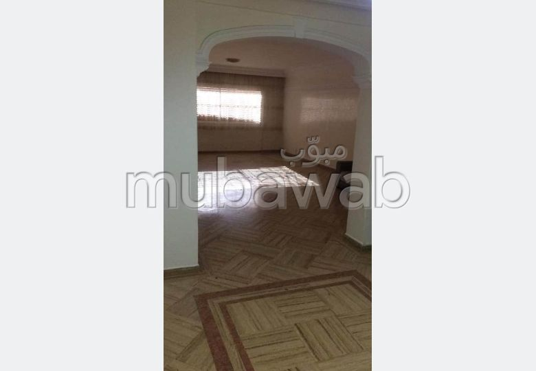 Find an apartment for rent in Triangle d'Or. 9 Living room. Lift and garage.