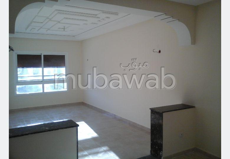 Piso en venta. Pequeña superficie 84 m². Salón marroquí amueblado, sistema de parábola general.